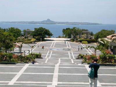 海洋博記念公園より伊是名島を望む