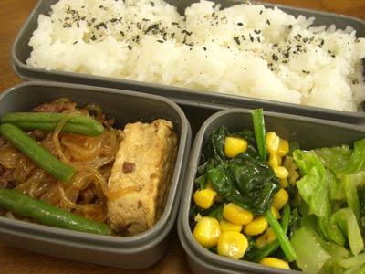 肉豆腐、ほうれん草とコーンのバターソテ、キャベツとちんげんさいのゆず和え