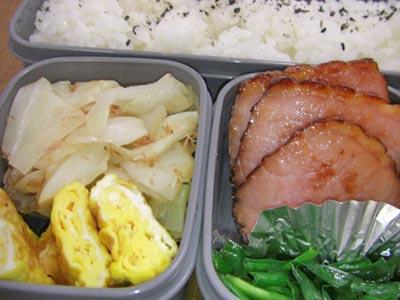 焼き豚、ニラの炒めもの、キャベツのおかか、卵焼き