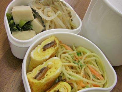 鰻巻き、スパサラ、もやしのおひたし、高野豆腐と小松菜の煮物