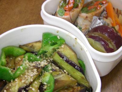 なすとしめじとピーマンの炒め物、肉巻き野菜・・・