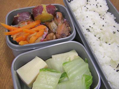 高野豆腐と白菜の煮物、まだまだ続くよ切干大根。