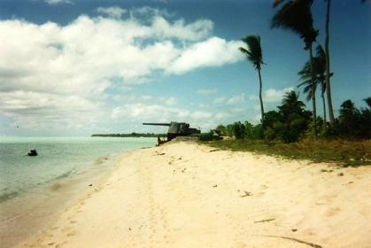タラワ島(ギルバート諸島)に今も残る日本軍の砲台