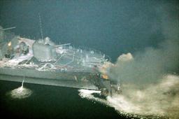 海自護衛艦くらまと貨物船衝突の報道写真