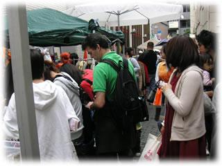 高円寺フェス2008:露店通りの賑い